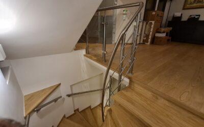 Σκάλα inox με ξύλινα πατήματα