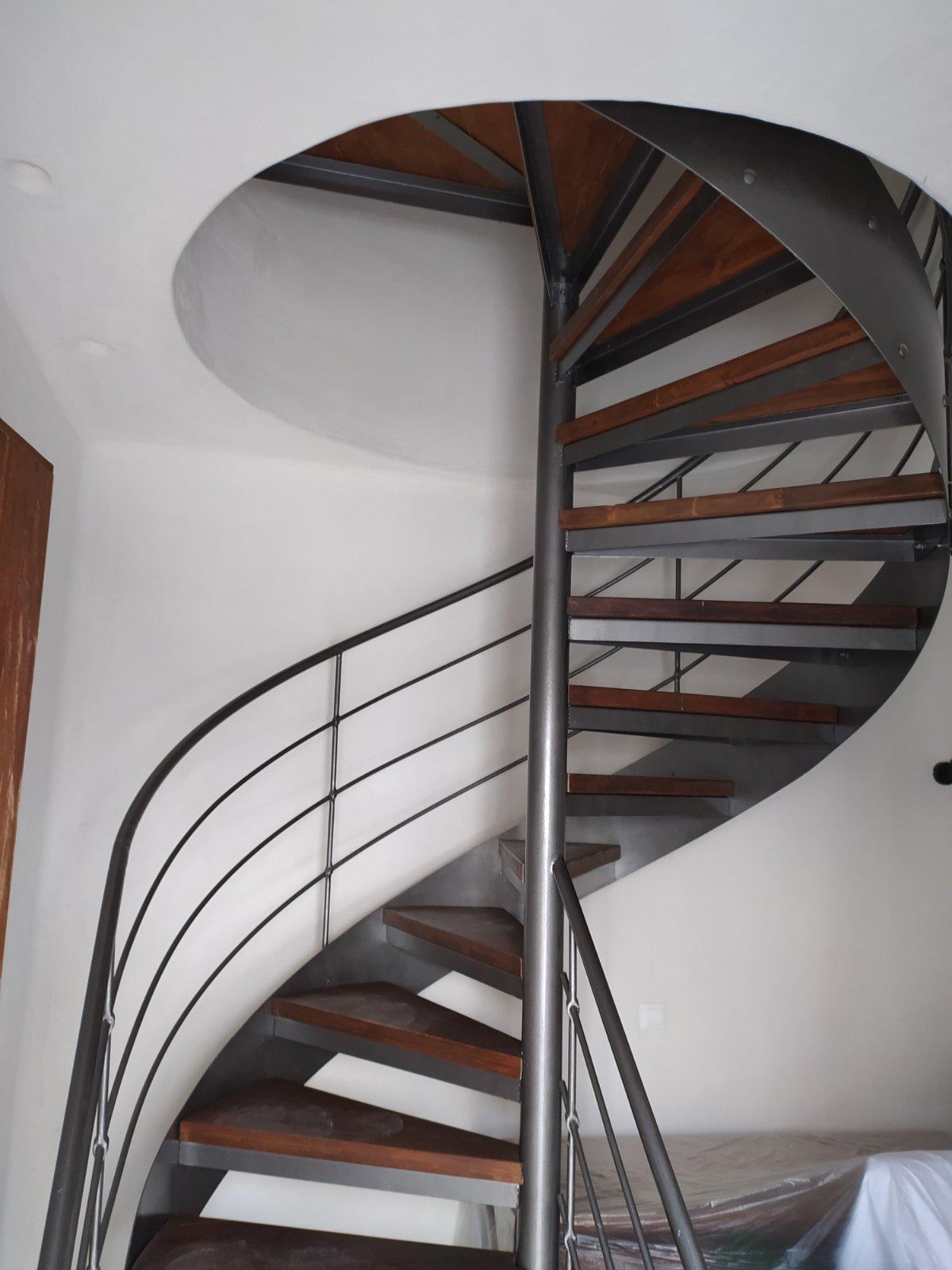 Μεταλλικά πατάρια και σκάλες